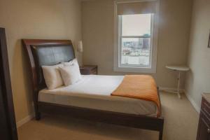 San Francisco Guest Room - Casa Loma Hotel